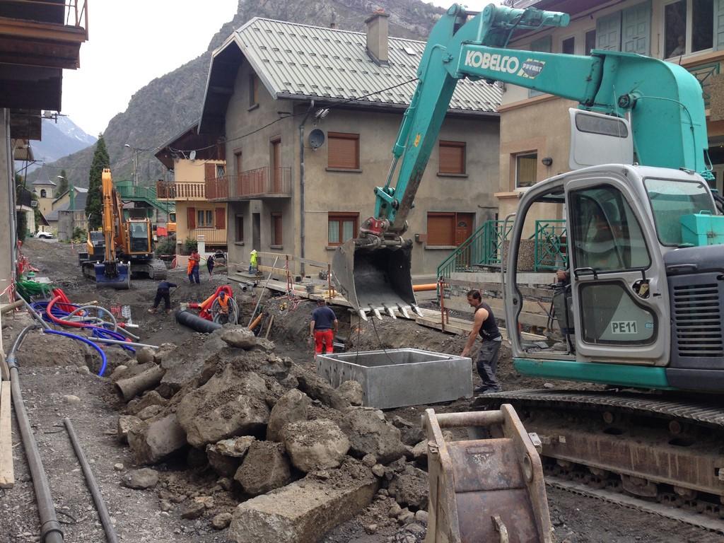 Pose de réseaux humides Rue Cacaprin
